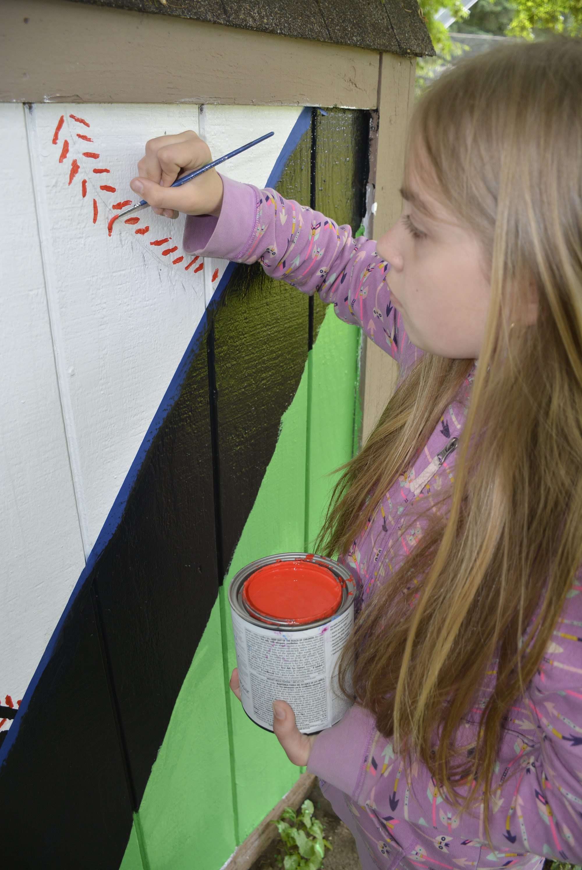 JMS student adding detail to Hathaway park mural