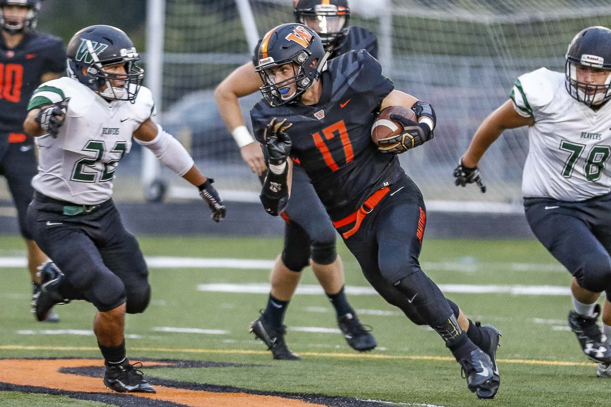 Brevan Bea (17) rushes with the football in Friday's action against Woodland at Fishback Stadium. Photo by Mike Schultz